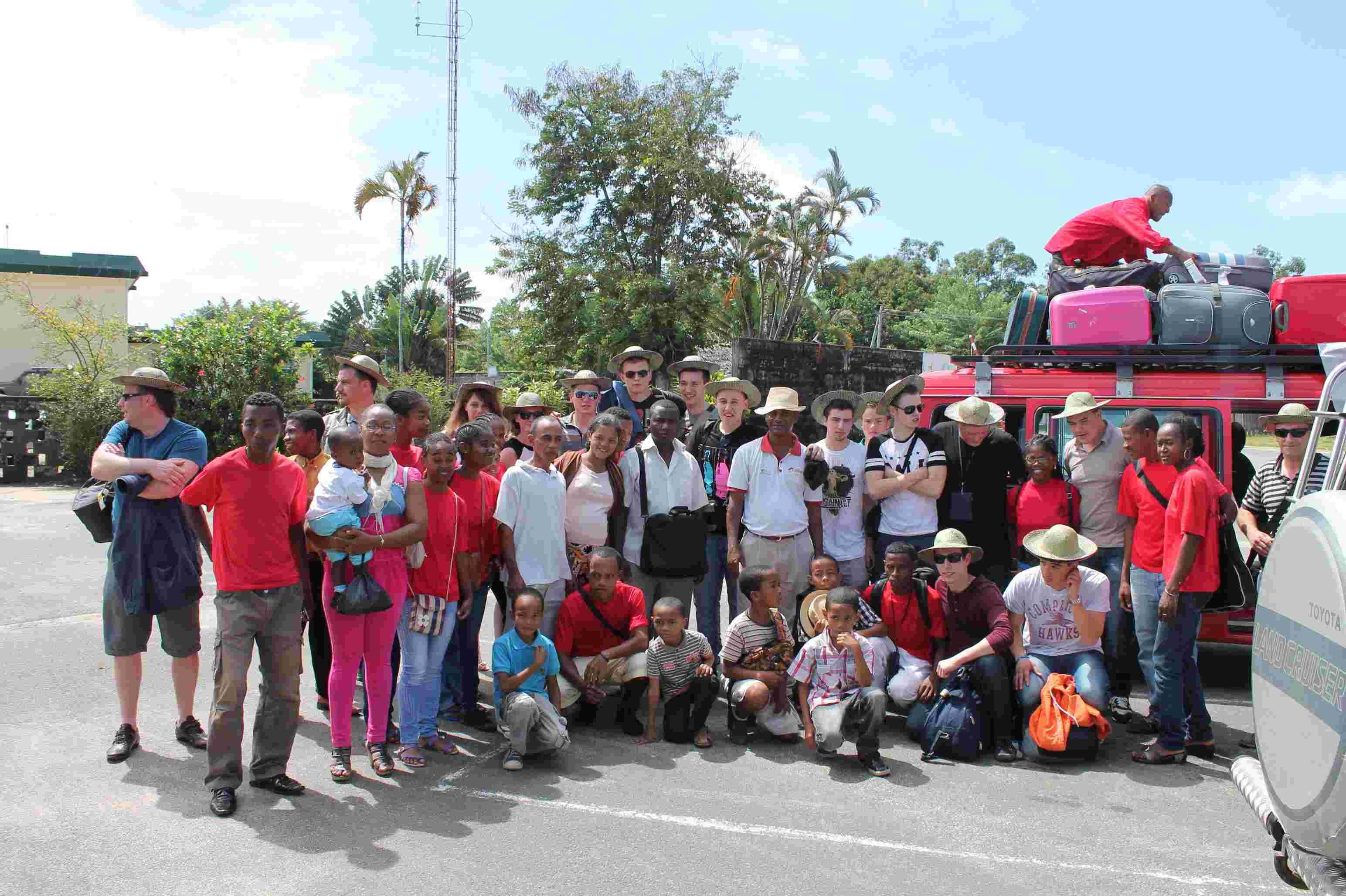 Accueil à l'aéroport de Tamatave des élèves et professeurs malgaches